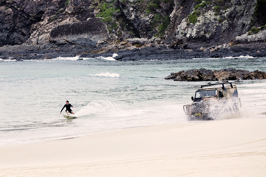 surfing-behind-landrover-defender